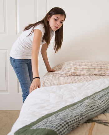 girl-making-bed
