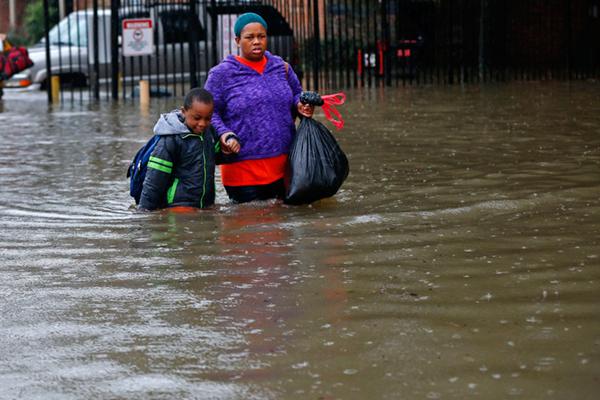 save-the-children-flood_zpsbd1rz40k